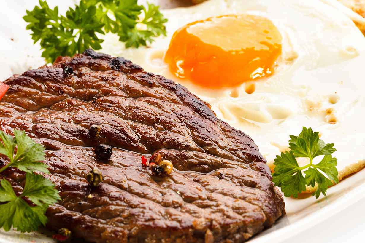 Steak and Eggs: An Old-School Diet For Easy Weight Loss?