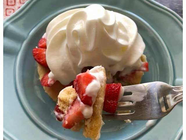 Keto Strawberry Shortcake - a Zero-Sugar Swerve Recipe.