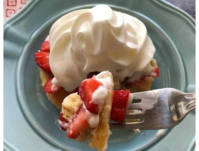 Keto Strawberry Shortcake - a Zero-Sugar Swerve Recipe.
