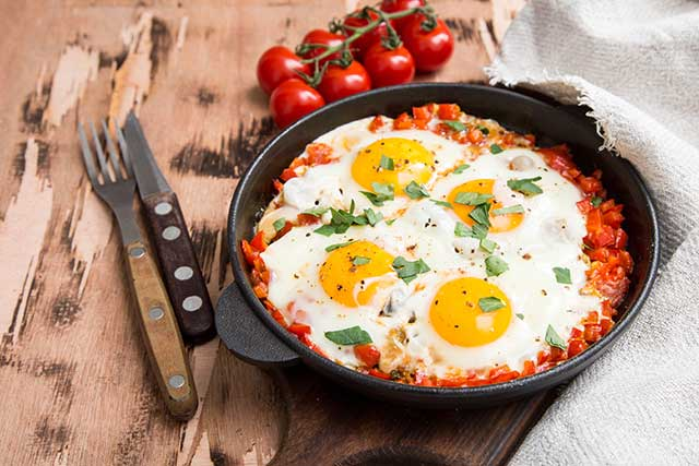 Quick and Simple High-Protein Shakshuka in a Skillet.